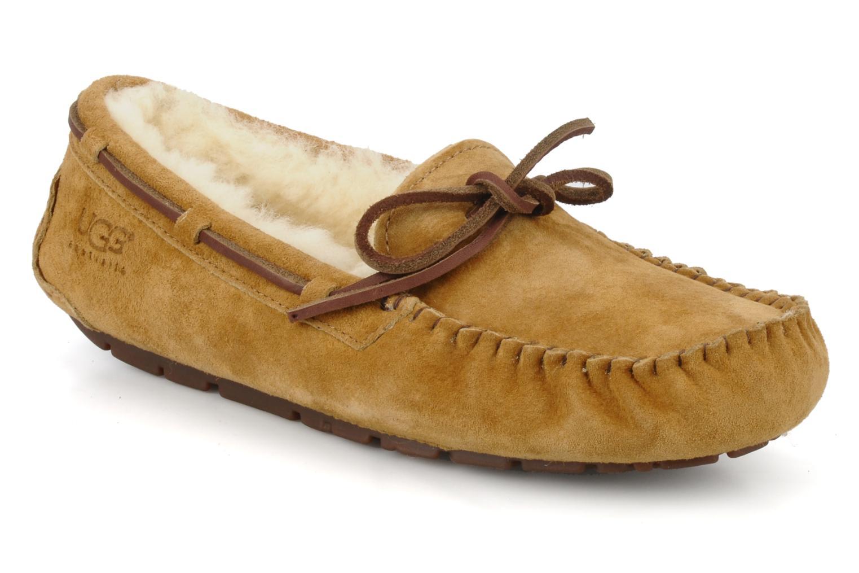 Loafers UGG Dakota Beige detailed view/ Pair view