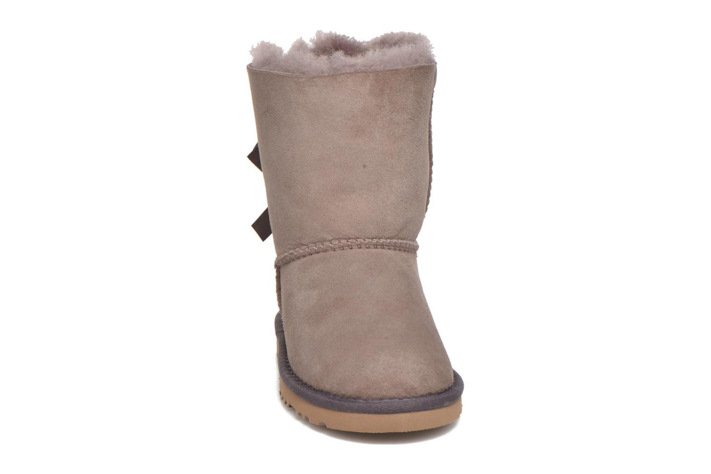 Bottes UGG Bailey bow Gris vue portées chaussures