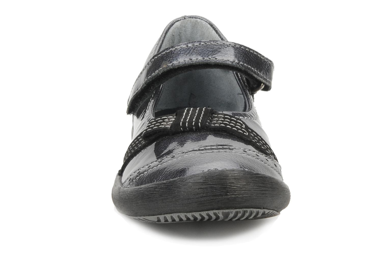 Ballerines Mod8 Frisa Gris vue portées chaussures