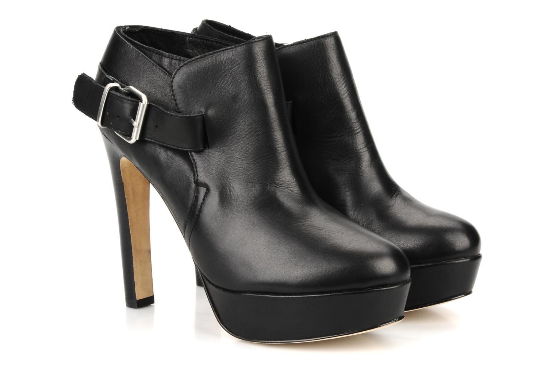 Amael Black leather