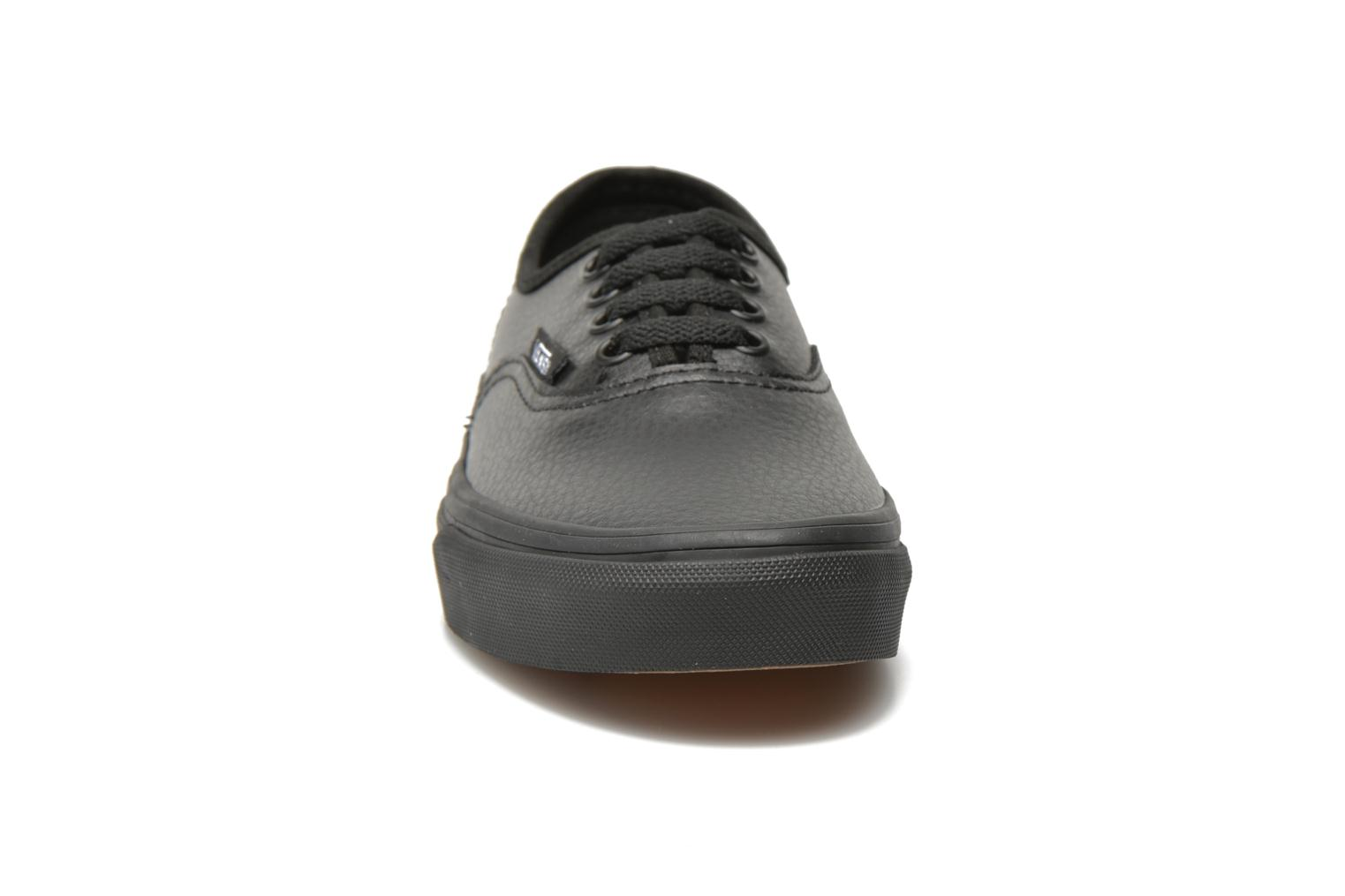Trainers Vans Authentic E Black model view