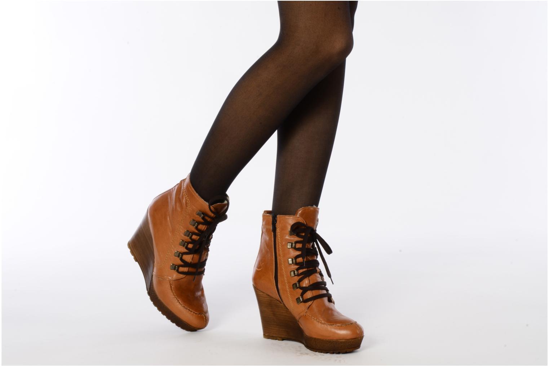 Bottines et boots Carvela Sasha Marron vue bas / vue portée sac