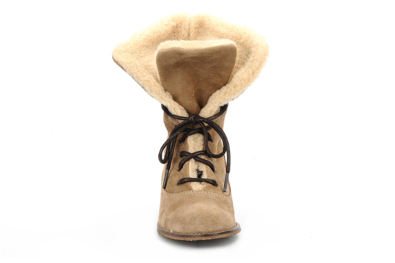 Bottines et boots Jeffrey Campbell Azure Beige vue portées chaussures