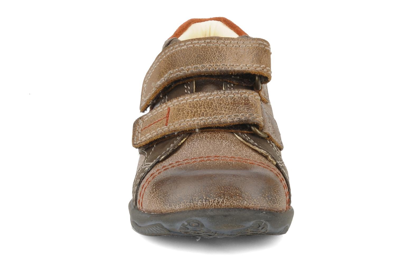 Chaussures à scratch Primigi Leroy Marron vue portées chaussures