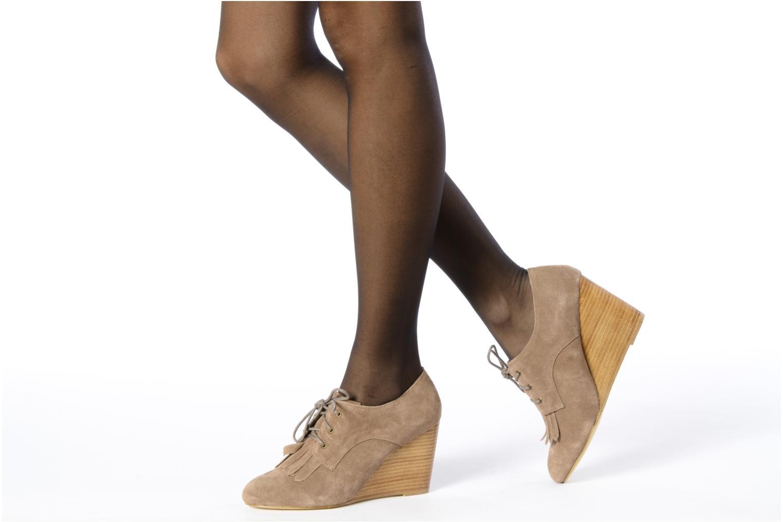 Chaussures à lacets Georgia Rose Azalea Beige vue bas / vue portée sac