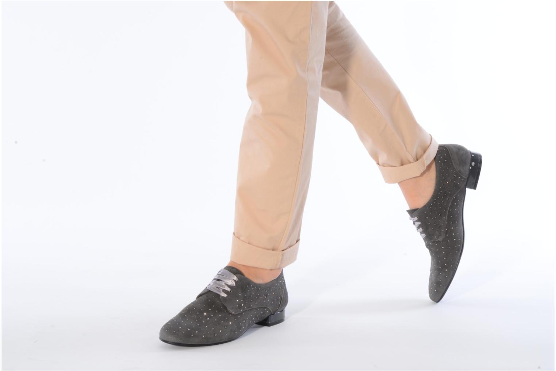 Chaussures à lacets Georgia Rose Perly Marron vue bas / vue portée sac
