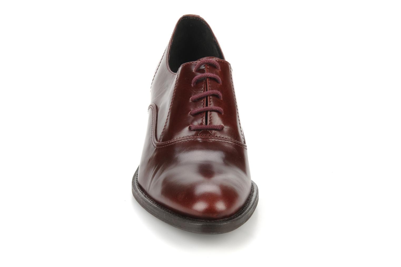 Snörade skor Georgia Rose Daporo Vinröd bild av skorna på