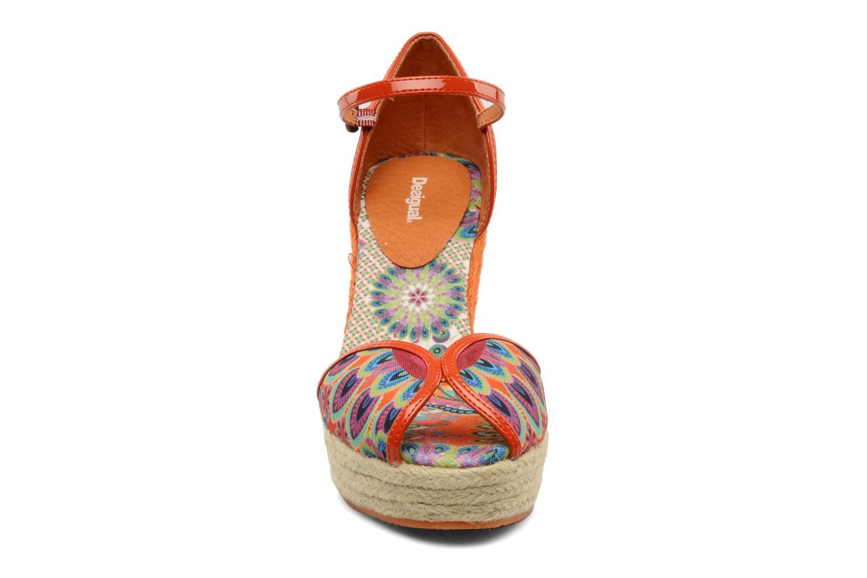 Sandali e scarpe aperte Desigual Leilani Multicolore modello indossato