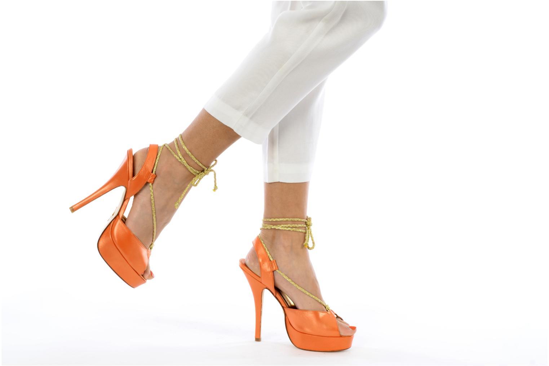 Sandalen Terry de Havilland Lisette orange ansicht von unten / tasche getragen