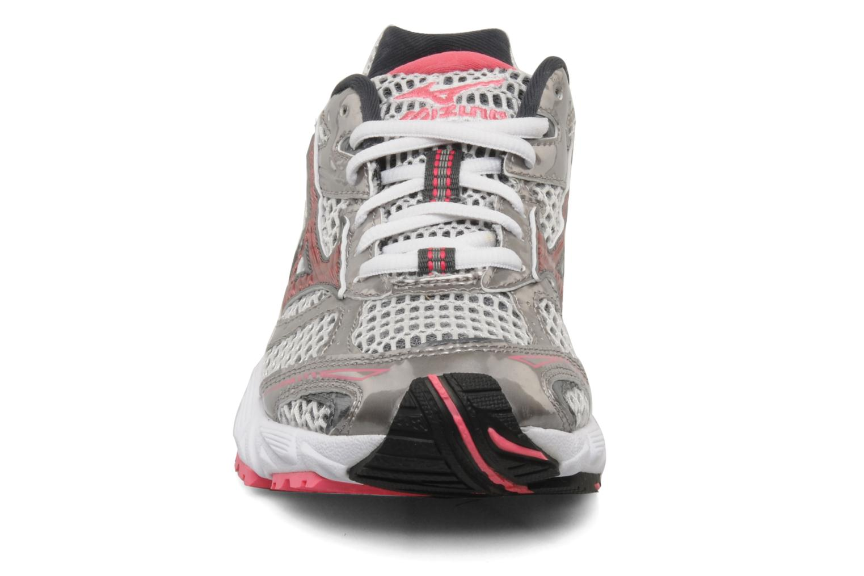 Chaussures de sport Mizuno Wave Nexus 6 W Gris vue portées chaussures