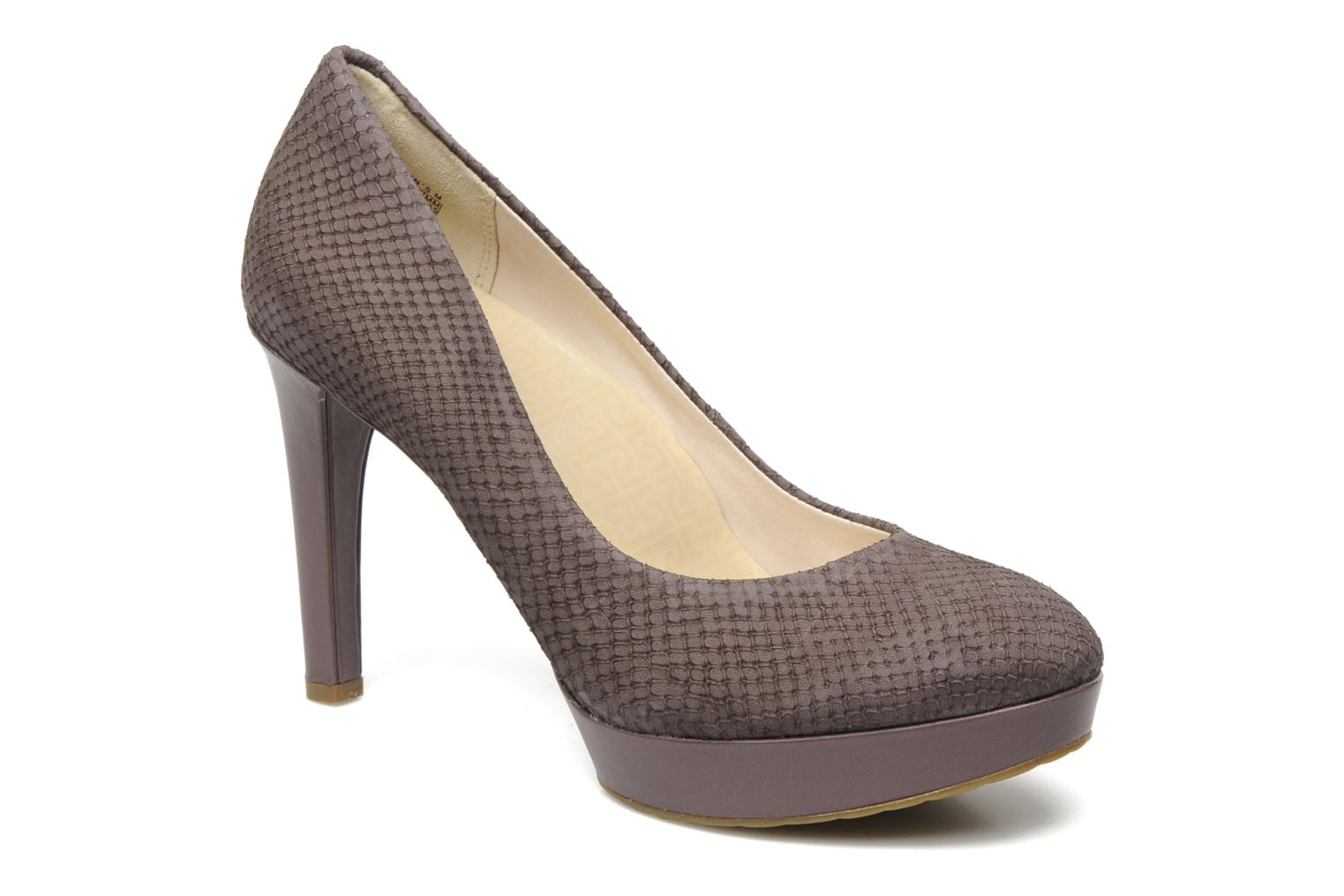 Janae pump Sparrow