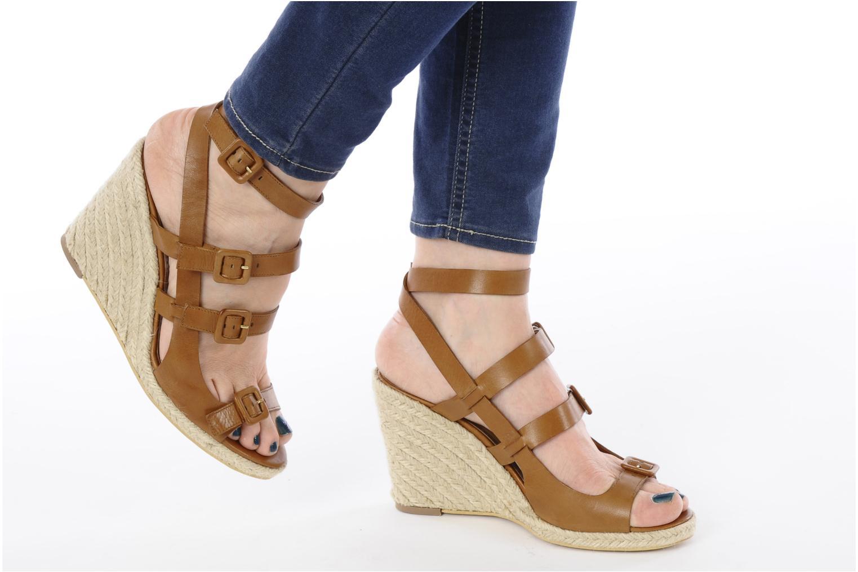Sandalen Moschino Cheap & Chic Cevil braun ansicht von unten / tasche getragen