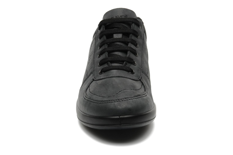 Sneaker TBS Easy Walk Astral schwarz schuhe getragen