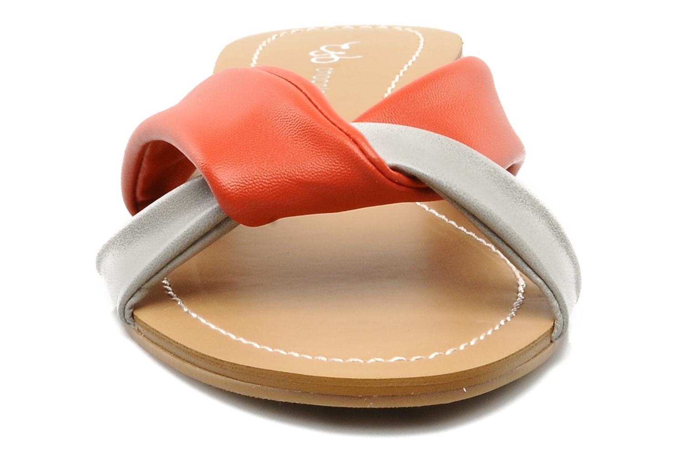 Mules et sabots Chocolate Schubar Abby Rouge vue portées chaussures