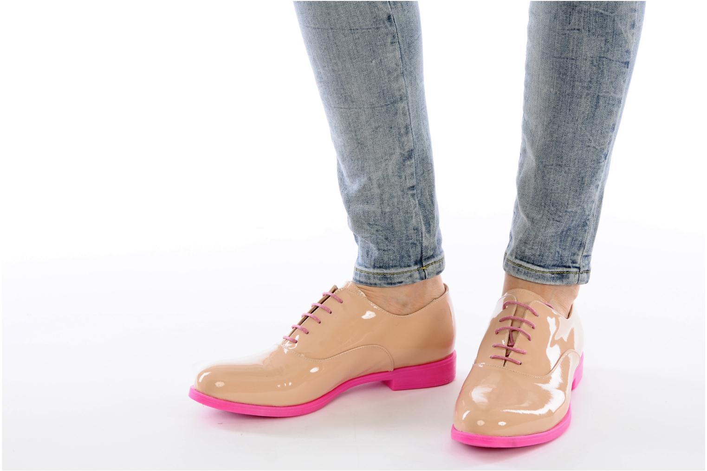 Chaussures à lacets Paul & Betty Rozy Beige vue bas / vue portée sac