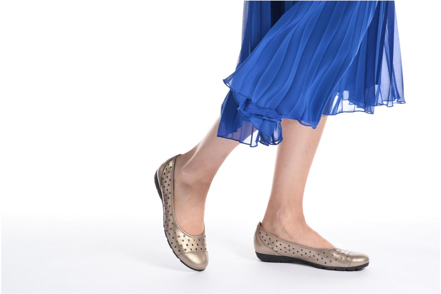 Ballet pumps Gabor Stéphanie Bronze and Gold view from underneath / model view