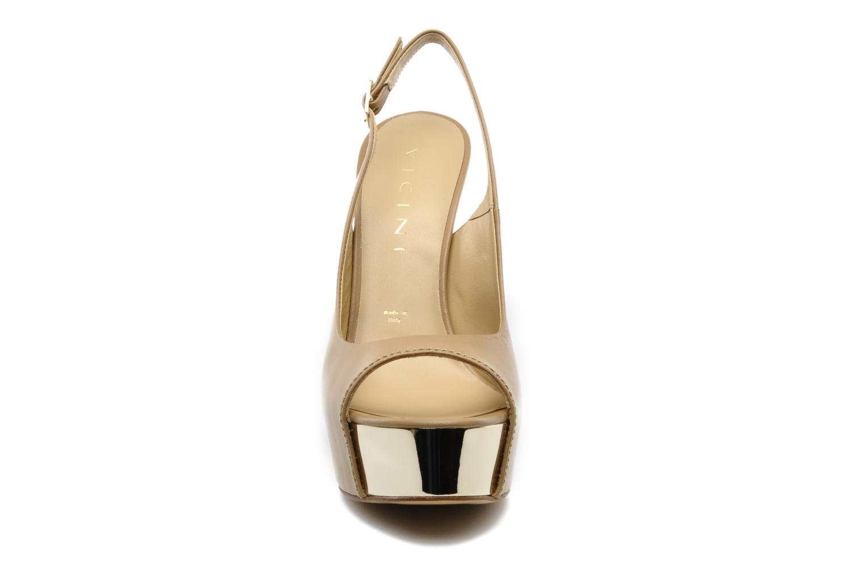Sandales et nu-pieds Vicini Vinciane Marron vue portées chaussures
