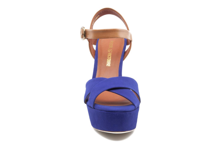 Sandales et nu-pieds Pour La Victoire Neysa Bleu vue portées chaussures