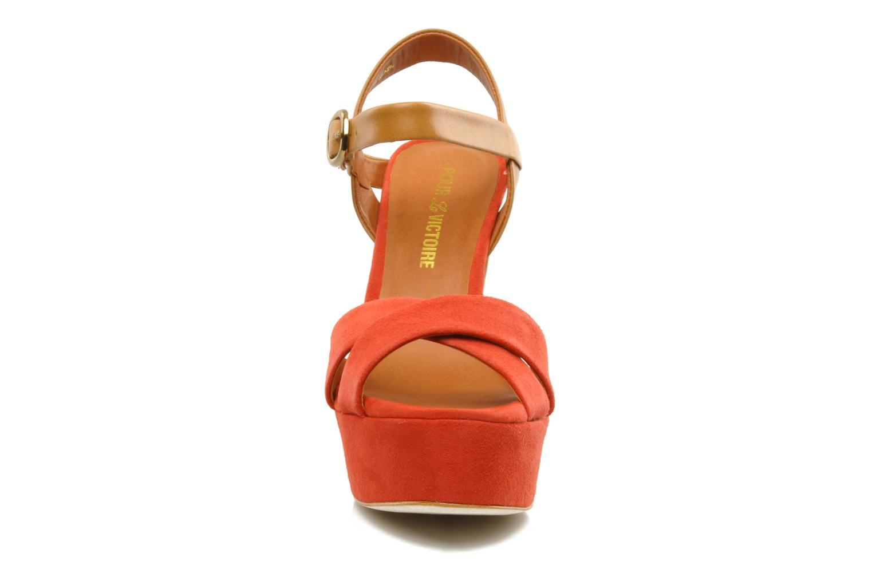 Sandales et nu-pieds Pour La Victoire Neysa Rouge vue portées chaussures