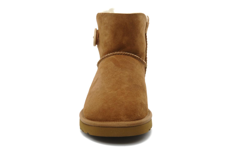 Bottines et boots UGG Mini bailey button Marron vue portées chaussures