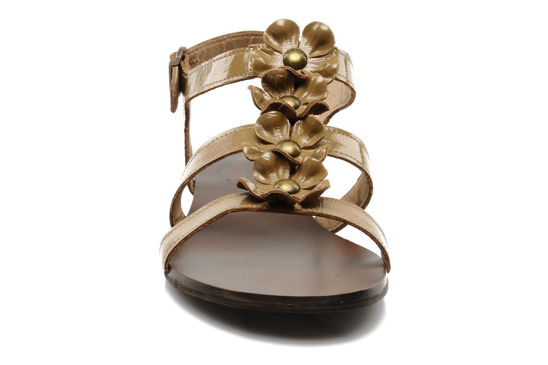 Sandalen Addict-Initial Agustina braun schuhe getragen