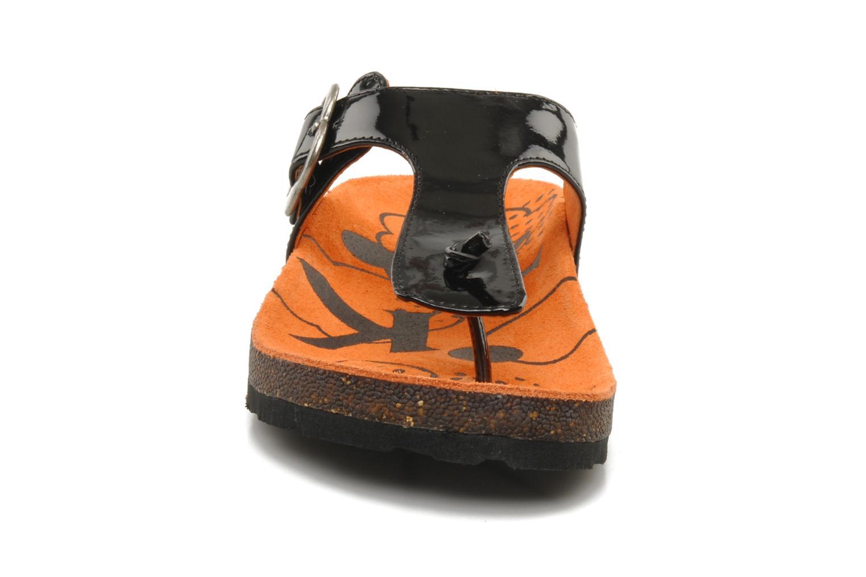 Tongs Kickers MAGNETIC 2 Noir vue portées chaussures