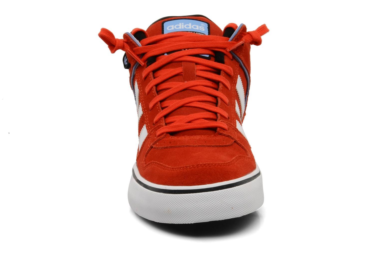 Baskets Adidas Originals Culver Vulc Mid Rouge vue portées chaussures