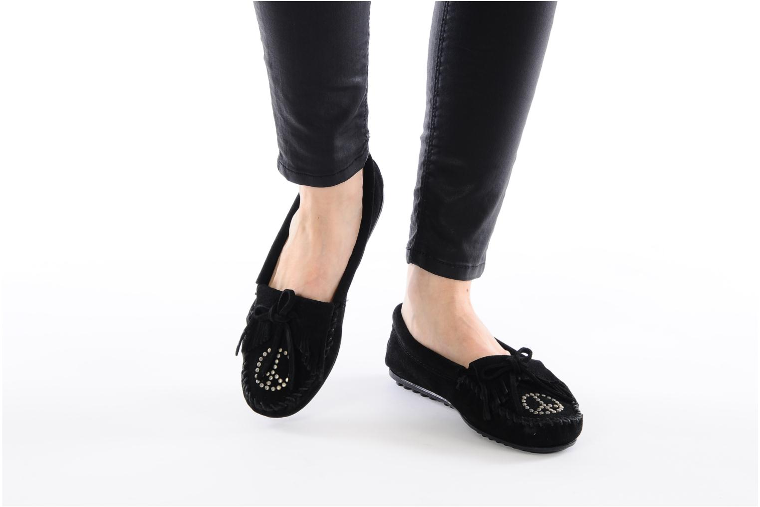 Loafers Minnetonka PEACE Black view from underneath / model view