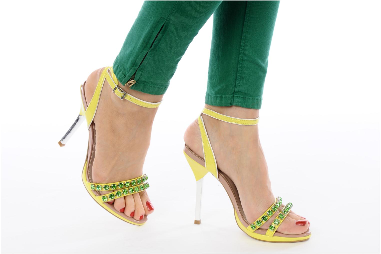 Sandales et nu-pieds Carvela Ginny Jaune vue bas / vue portée sac