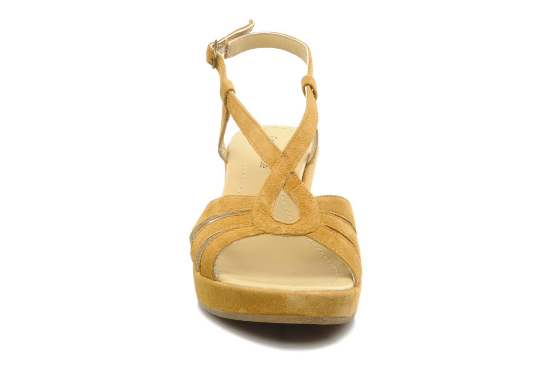 Sandalen Georgia Rose Tomasi gelb schuhe getragen
