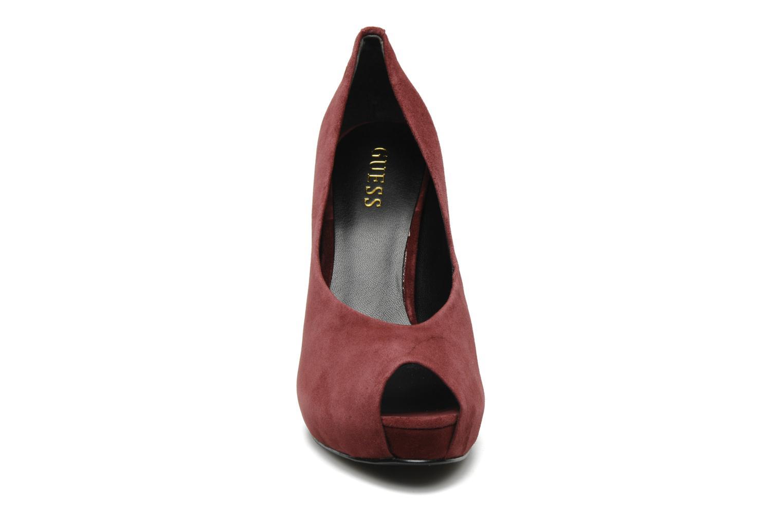 Escarpins Guess Hytner Bordeaux vue portées chaussures