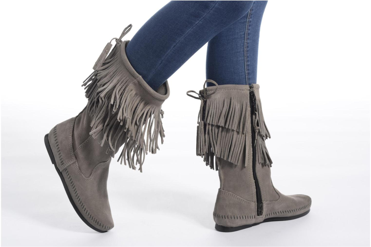 Bottines et boots Minnetonka CALF HI 2LAYER FRINGE Marron vue bas / vue portée sac