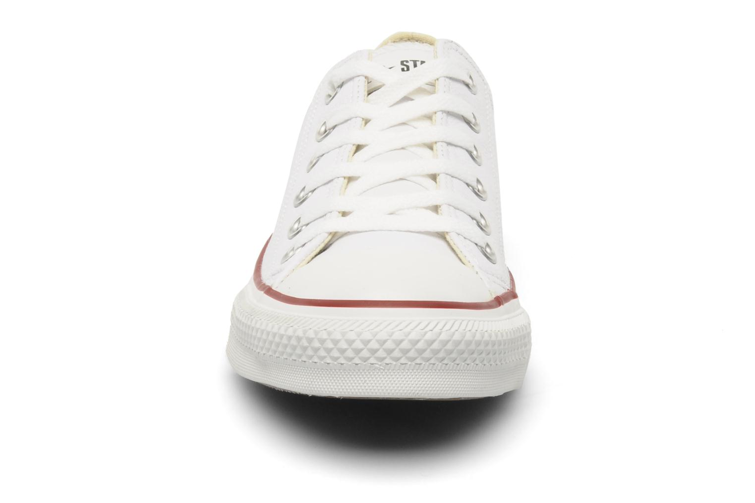 Sneakers Converse Chuck Taylor All Star Leather Ox M Bianco modello indossato