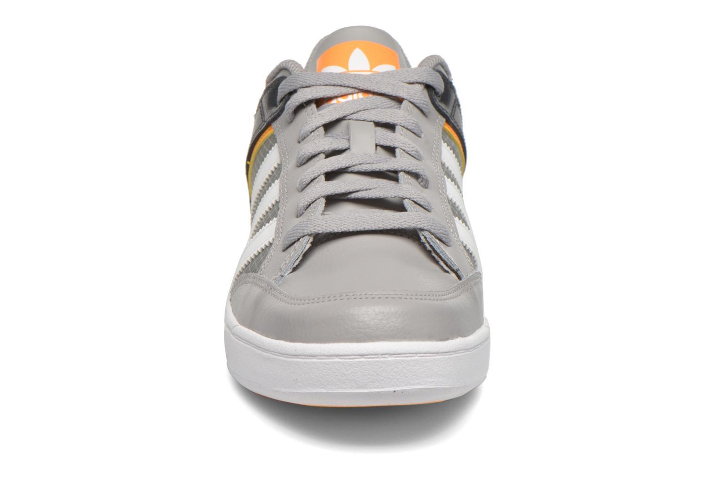 Sneakers Adidas Originals Varial Low Grijs model