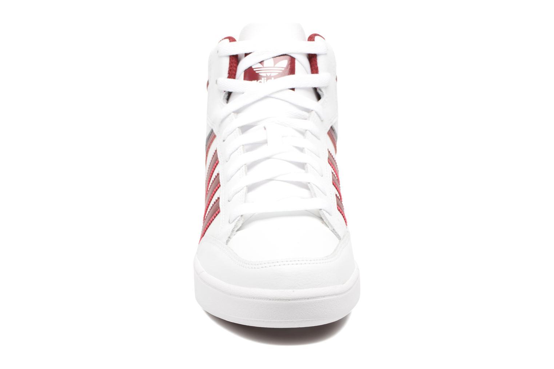 Sneaker Adidas Originals Varial Mid weiß schuhe getragen