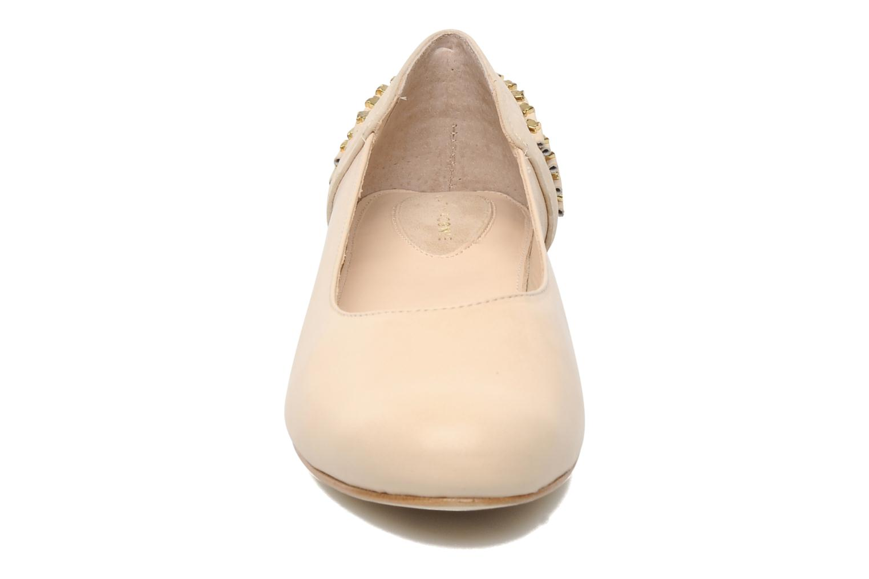Ballerines Kat Maconie CECILIA Beige vue portées chaussures