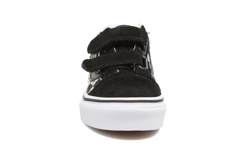 Sneakers Vans Old Skool v Nero modello indossato
