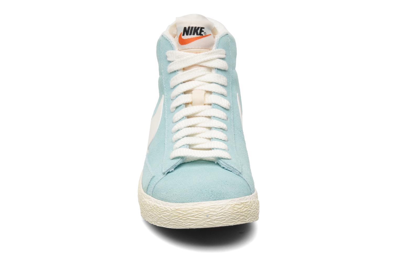 Baskets Nike Wmns Blazer Mid Suede Vintage Bleu vue portées chaussures