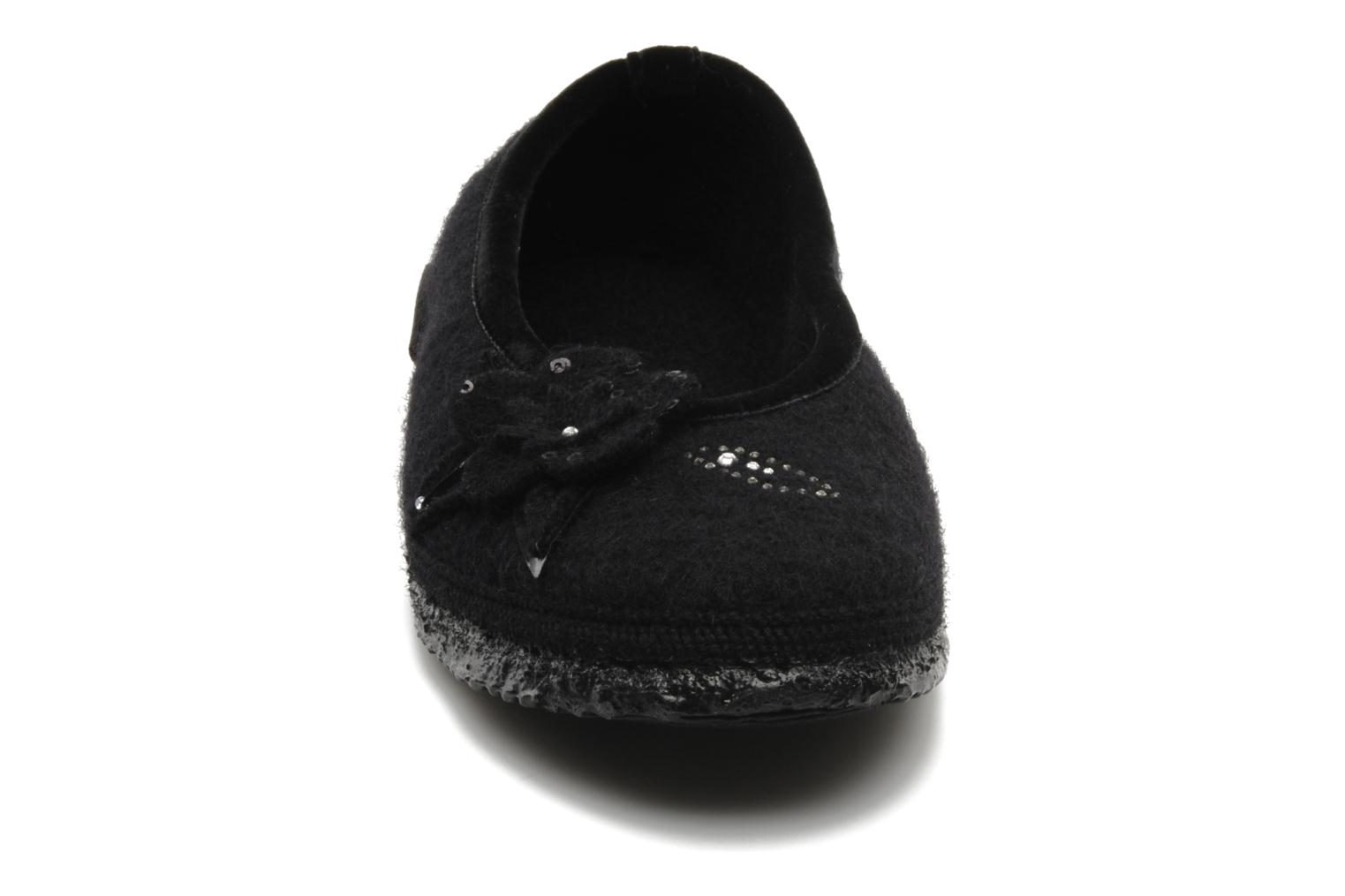 Slippers Giesswein Lech Black model view