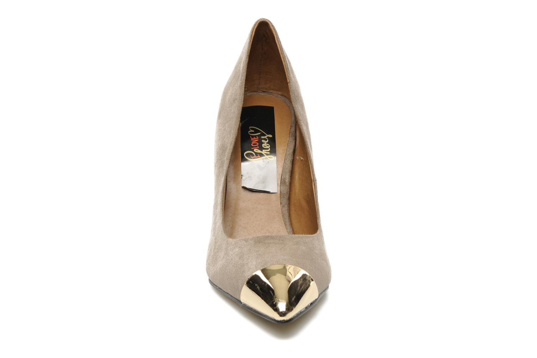 Décolleté I Love Shoes Pakeisha Beige modello indossato