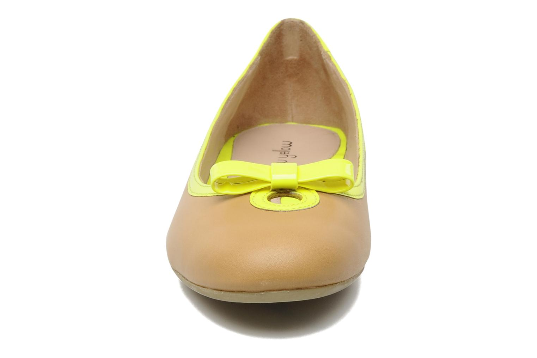 Bailarinas Mellow Yellow Nikute Amarillo vista del modelo