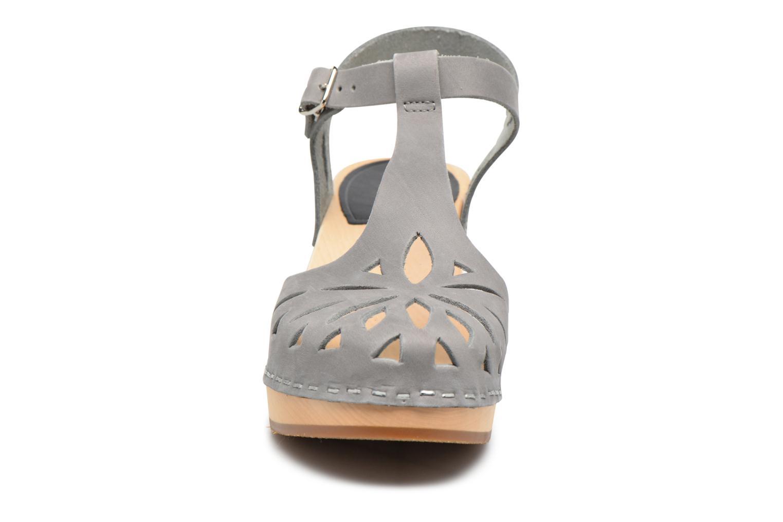 Sandales et nu-pieds Swedish Hasbeens Lacy Sandal Gris vue portées chaussures