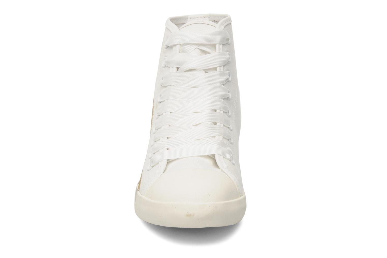 Baskets Be&D Wingtip Blanc vue portées chaussures