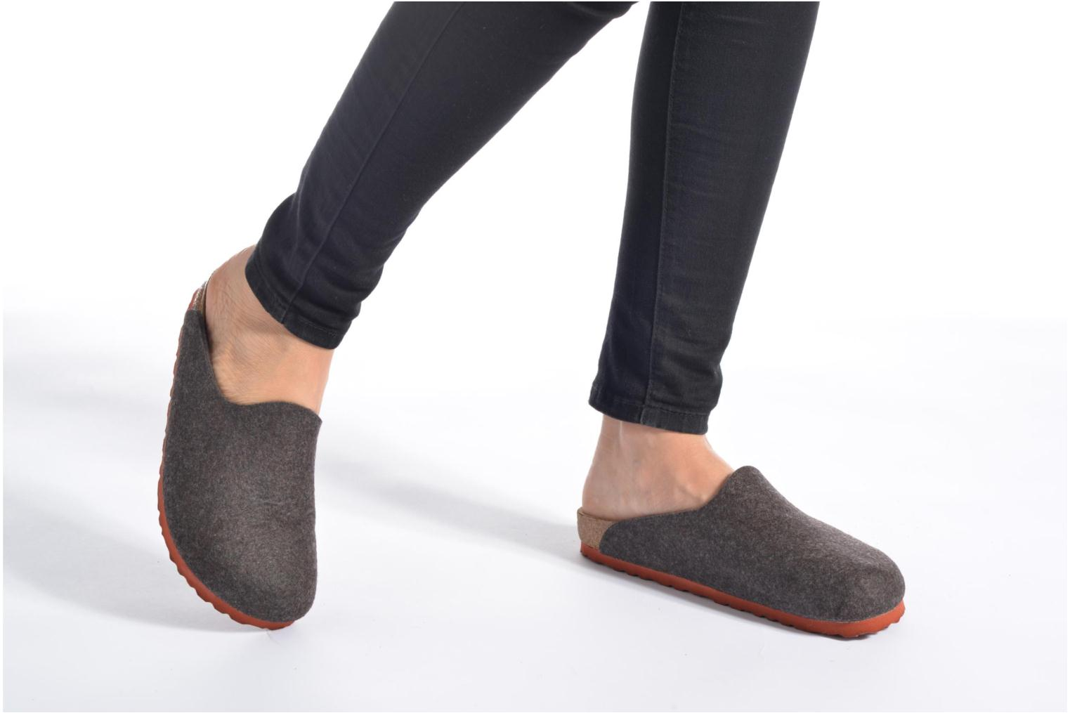 Mules & clogs Birkenstock Amsterdam W Grey view from underneath / model view