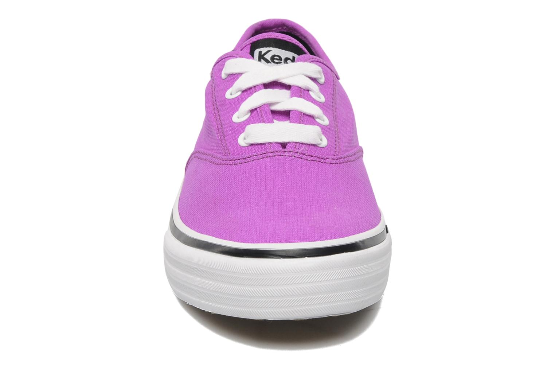 Deportivas Keds Double Dutch Neon Violeta      vista del modelo