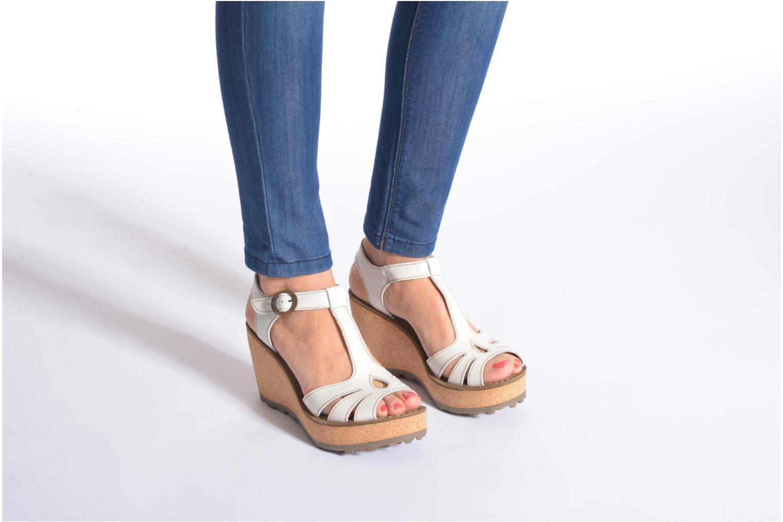 Sandales et nu-pieds Fly London Gold Blanc vue bas / vue portée sac