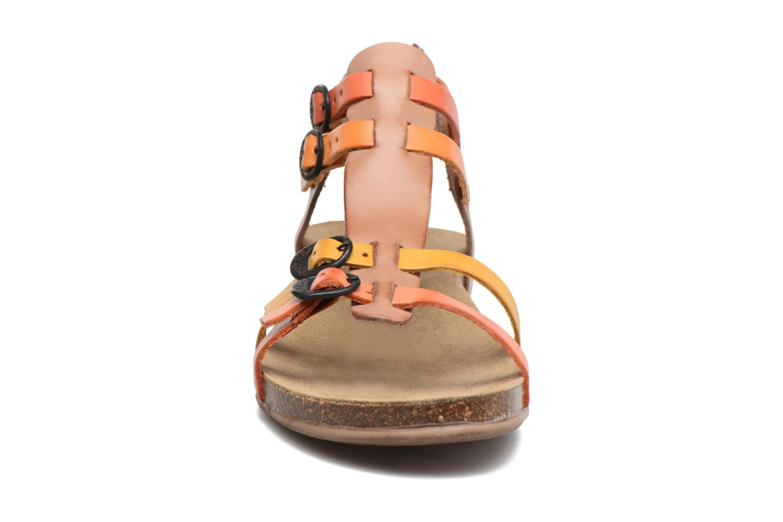 Sandales et nu-pieds Kickers Ana Marron vue portées chaussures