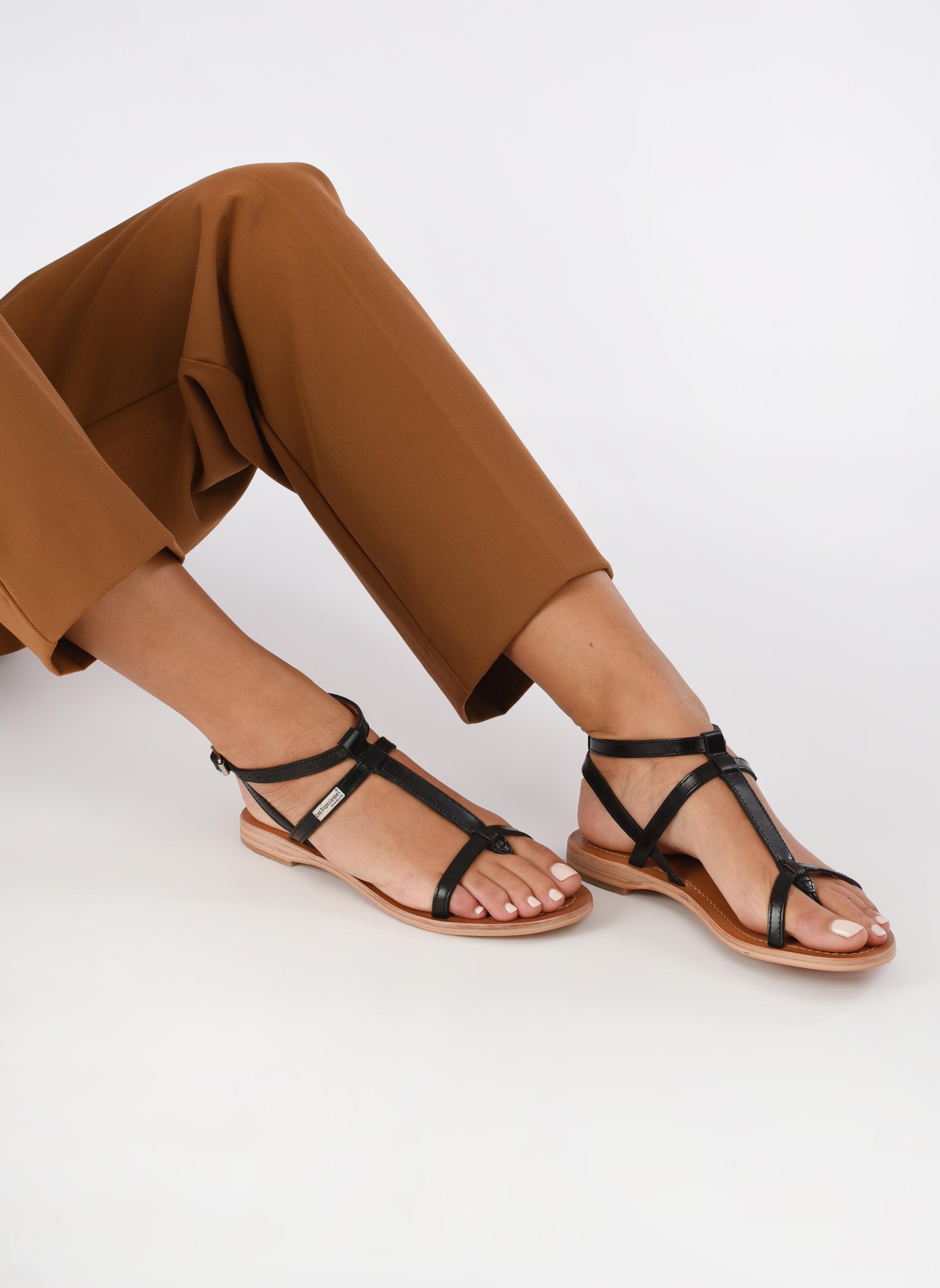 Sandalen Les Tropéziennes par M Belarbi Hilan schwarz ansicht von unten / tasche getragen