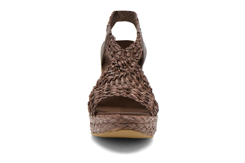 Sandales et nu-pieds Elizabeth Stuart Fuxy 310 Marron vue portées chaussures