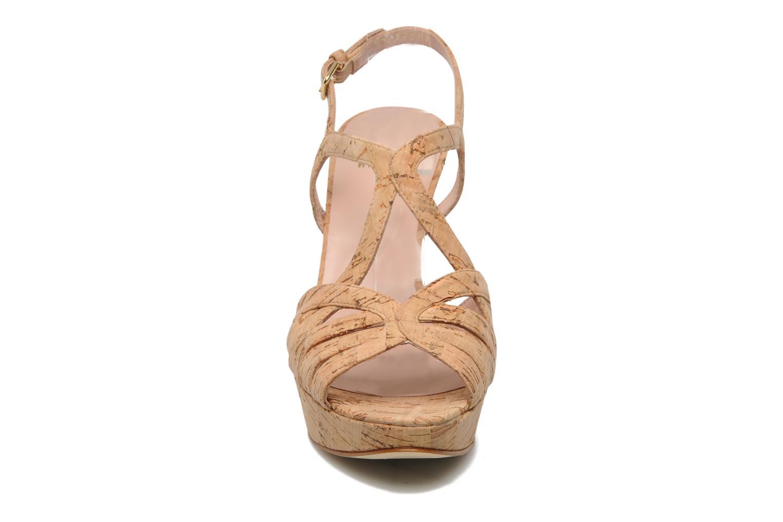 Sandales et nu-pieds Stuart Weitzman Overture Beige vue portées chaussures